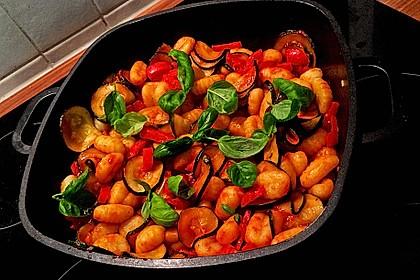 Gnocchi-Salat mit Zucchini und Paprika 16