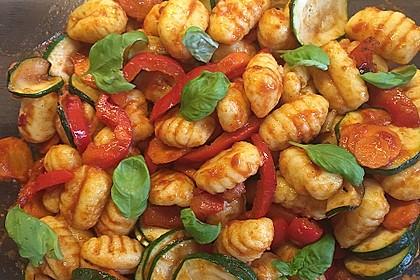 Gnocchi-Salat mit Zucchini und Paprika 18
