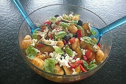 Gnocchi-Salat mit Zucchini und Paprika 22