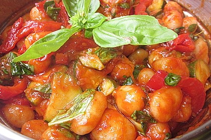 Gnocchi-Salat mit Zucchini und Paprika 32