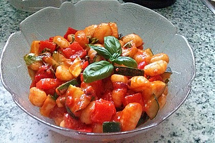 Gnocchi-Salat mit Zucchini und Paprika 15