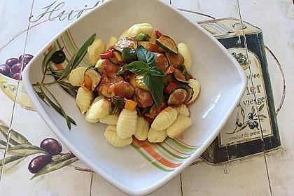 Gnocchi-Salat mit Zucchini und Paprika 64