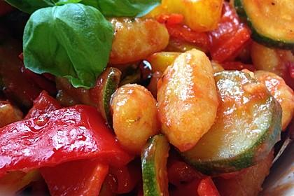 Gnocchi-Salat mit Zucchini und Paprika 13