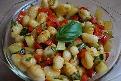 Gnocchi-Salat mit Zucchini und Paprika 7