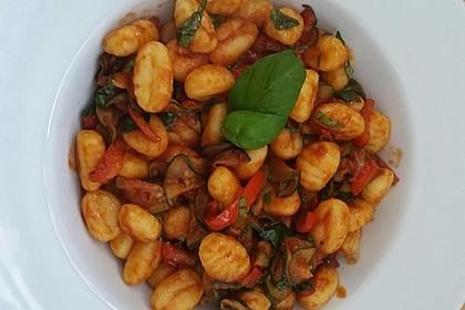 Gnocchi-Salat mit Zucchini und Paprika 5
