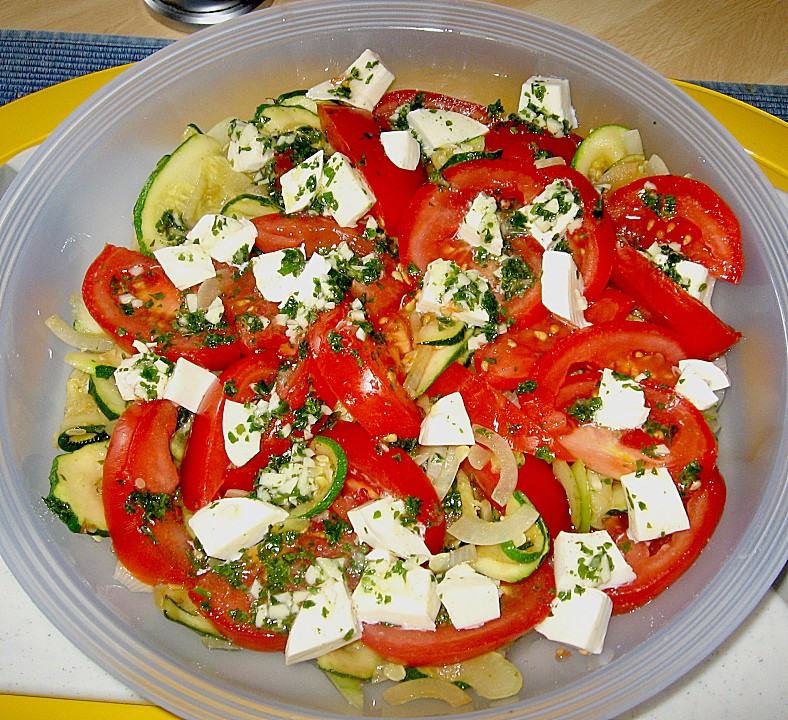 tomaten zucchini salat mit mozzarella rezept mit bild. Black Bedroom Furniture Sets. Home Design Ideas