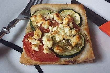 Blätterteig mit Tomate, Zucchini und Feta 2