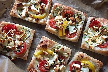 Blätterteig mit Tomate, Zucchini und Feta
