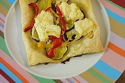 Blätterteig mit Tomate, Zucchini und Feta 7