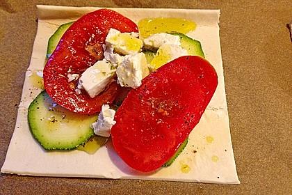 Blätterteig mit Tomate, Zucchini und Feta 30