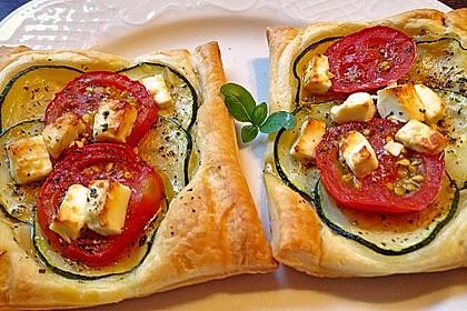 Blätterteig mit Tomate, Zucchini und Feta 1