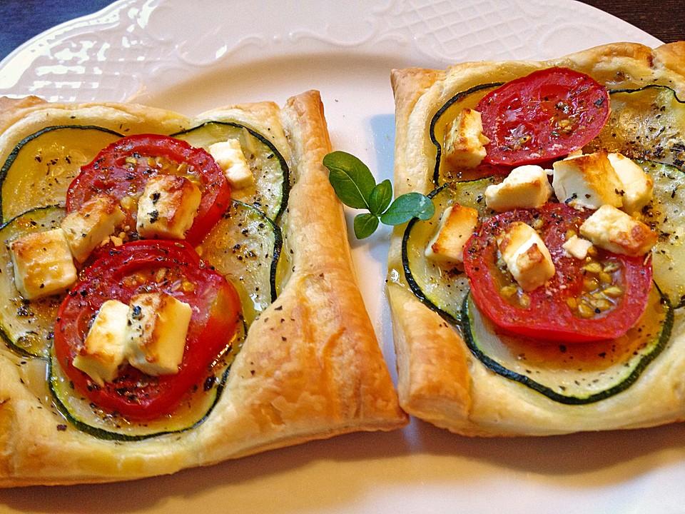 bl tterteig mit tomate zucchini und feta rezept mit bild. Black Bedroom Furniture Sets. Home Design Ideas