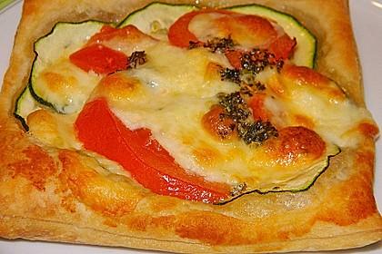 Blätterteig mit Tomate, Zucchini und Feta 9