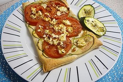 Blätterteig mit Tomate, Zucchini und Feta 24