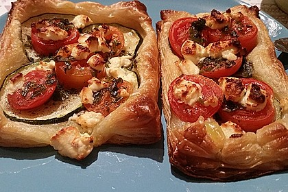 Blätterteig mit Tomate, Zucchini und Feta 34