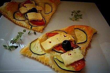 Blätterteig mit Tomate, Zucchini und Feta 4
