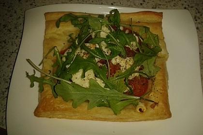 Blätterteig mit Tomate, Zucchini und Feta 8