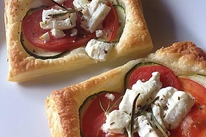 Blätterteig mit Tomate, Zucchini und Feta 12
