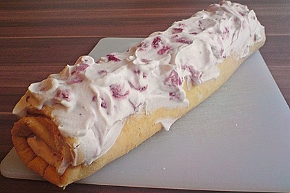 Erdbeer - Biskuit - Rolle 7