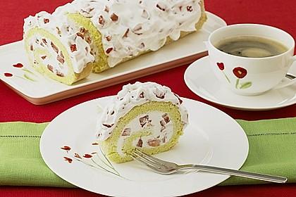 Erdbeer - Biskuit - Rolle