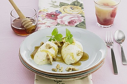 Joghurt - Mousse mit Honig und Walnüssen