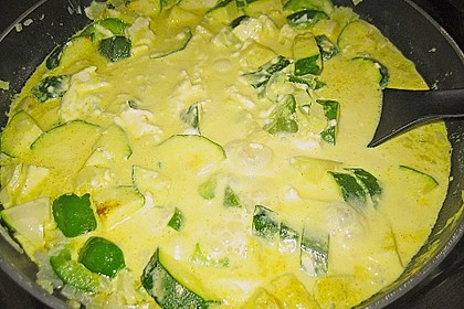 Tagliatelle mit Frischkäse - Zucchini - Sauce 10