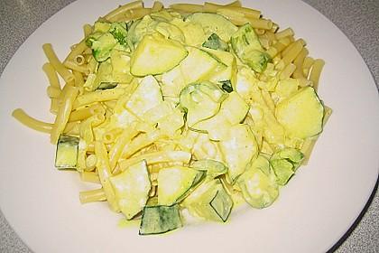 Tagliatelle mit Frischkäse - Zucchini - Sauce 9