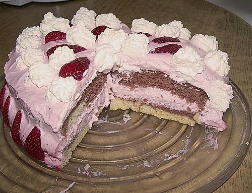 schnelle erdbeer sahne torte rezept mit bild. Black Bedroom Furniture Sets. Home Design Ideas