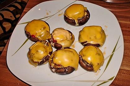 Gefüllte Champignons mit Schafskäse - Hackfleisch an Käsesauce 10