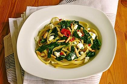 Spaghetti mit Spinat und Schafskäse