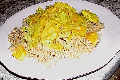 Hühnchen in Pfirsich - Curry - Rahmnudeln