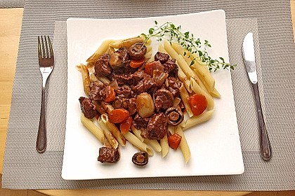 Rindfleisch in Rotwein mit Gemüse 1