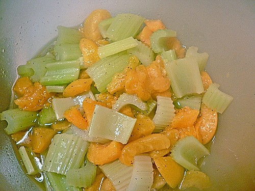 staudensellerie aprikosen salat rezept mit bild. Black Bedroom Furniture Sets. Home Design Ideas