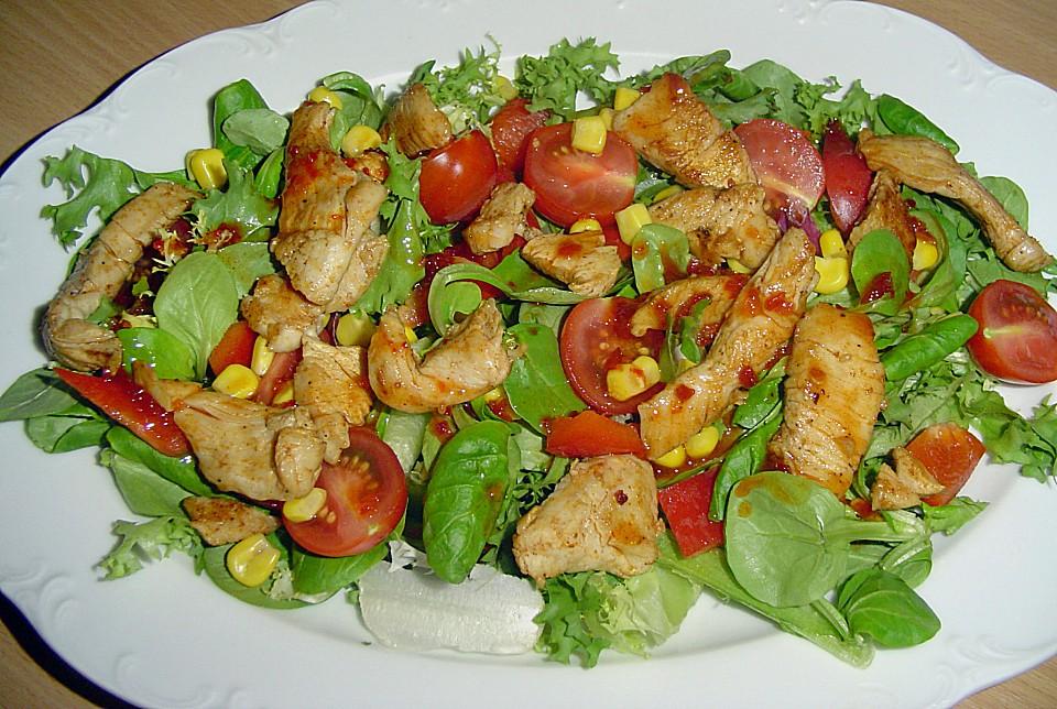 Salat mit putenstreifen und dressing