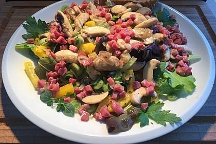 Salat mit gebratenen Champignons 3