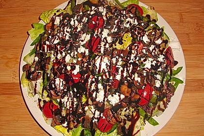 Salat mit gebratenen Champignons 4