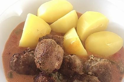 Fleischbällchen mit Paprikasoße 35