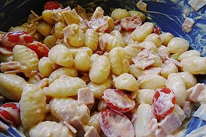 Gnocchi Salat mit Joghurt - Pesto - Dressing