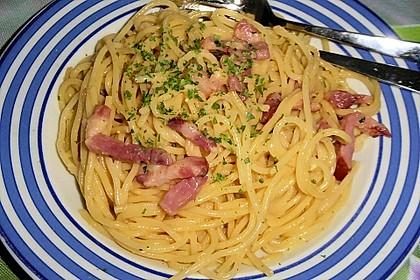 Spaghetti carbonara mit Speck und Petersilie 9