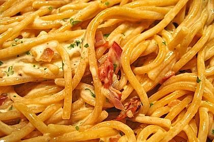 Spaghetti carbonara mit Speck und Petersilie 19