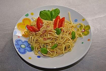 Spaghetti carbonara mit Speck und Petersilie 24