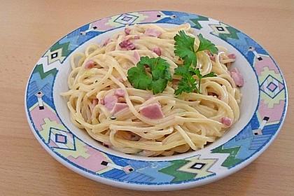 Spaghetti carbonara mit Speck und Petersilie 20