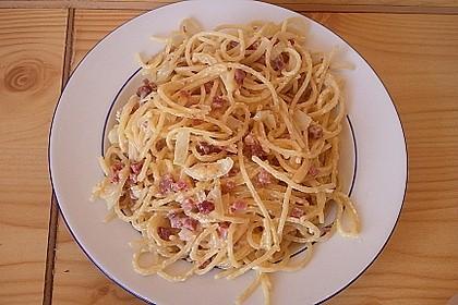 Spaghetti carbonara mit Speck und Petersilie 28