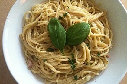 Spaghetti carbonara mit Speck und Petersilie 22