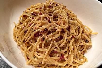 Spaghetti carbonara mit Speck und Petersilie 11