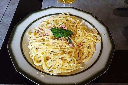 Spaghetti carbonara mit Speck und Petersilie 14