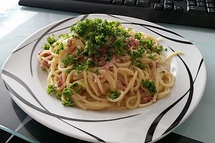 Spaghetti carbonara mit Speck und Petersilie 10