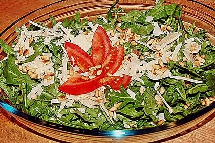 Rucola-Salat mit Pinienkernen und Parmesan 4