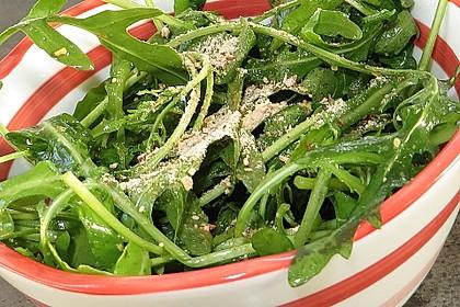 Rucola-Salat mit Pinienkernen und Parmesan 1