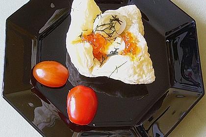 Wachteleier mit Crème fraîche und Forellenkaviar im Filoteigkörbchen 12